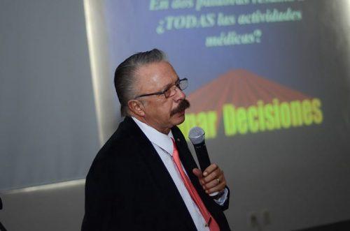 """El Dr. Eduardo Barreira Mercado, jefe de enseñanza e investigación del Hospital San José, encabezó la conferencia """"Las encrucijadas del dolor, caso clínico"""""""
